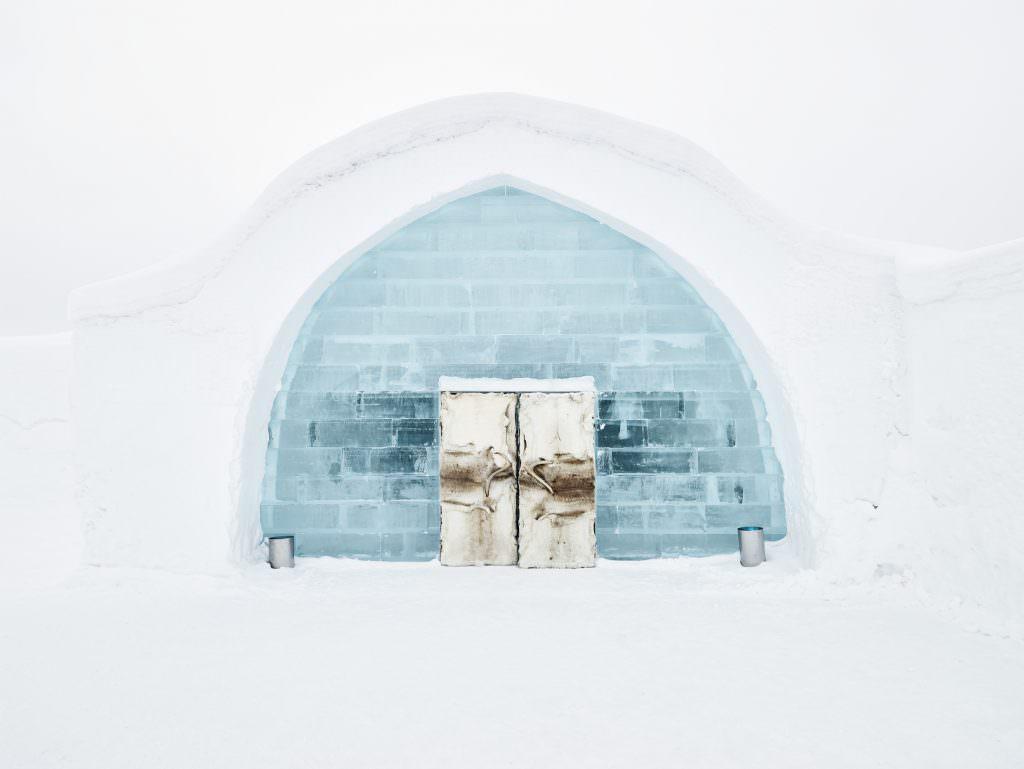 hans-olof_utsi-icehotel_entrance-5319