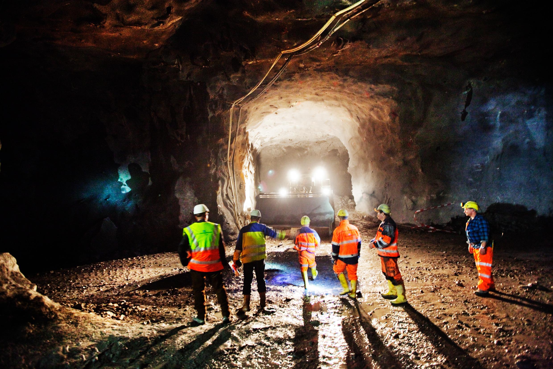 simon_paulin-train_tunnel-3960